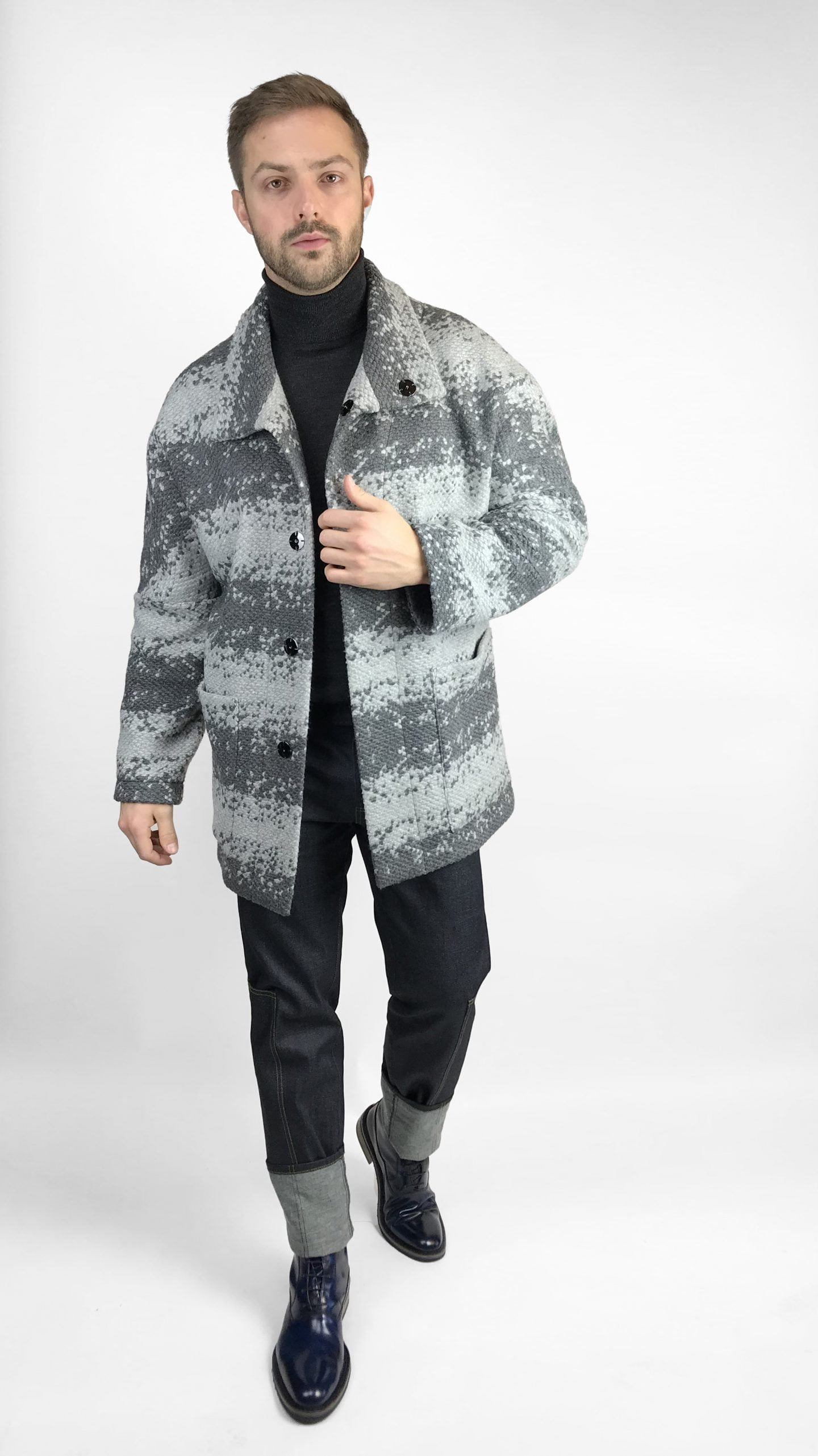 Modernus vyriškas oversize paltas