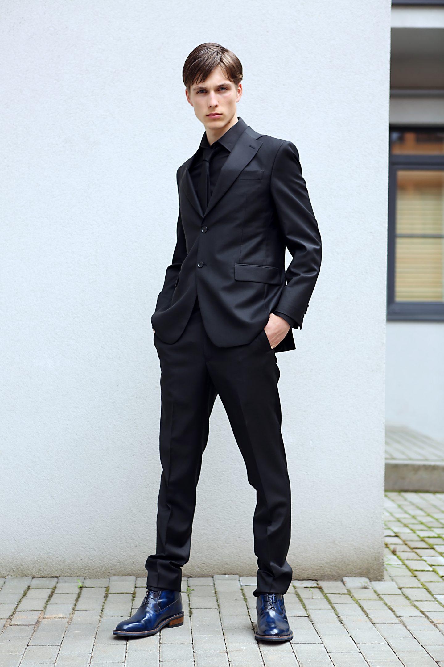 juodas kostiumas