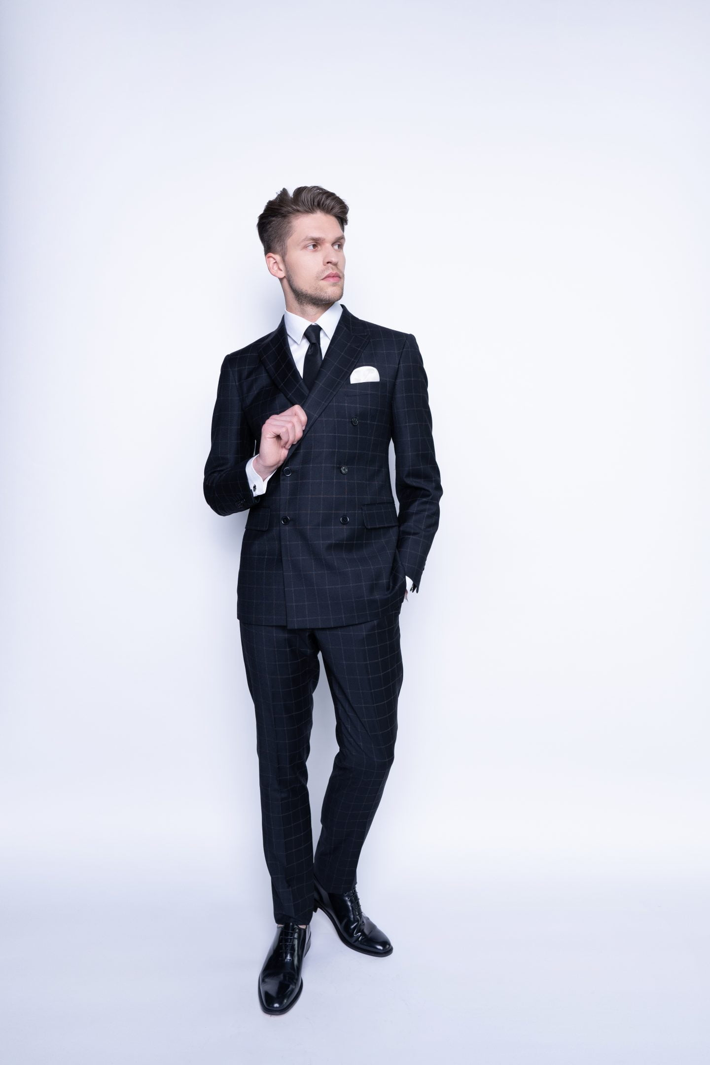 juodas languotas dvieilis kostiumas