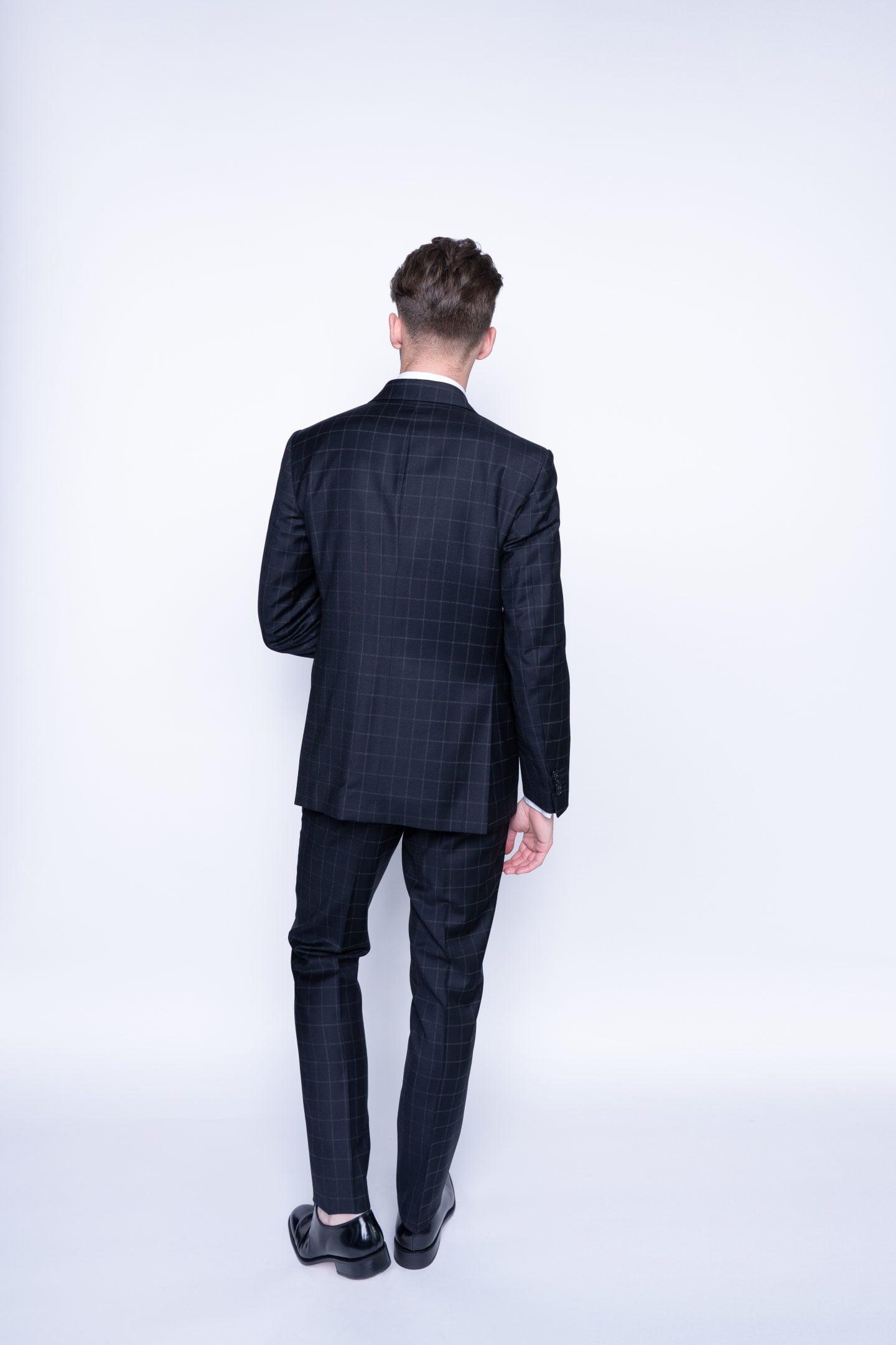 kostiumas iš nugaros