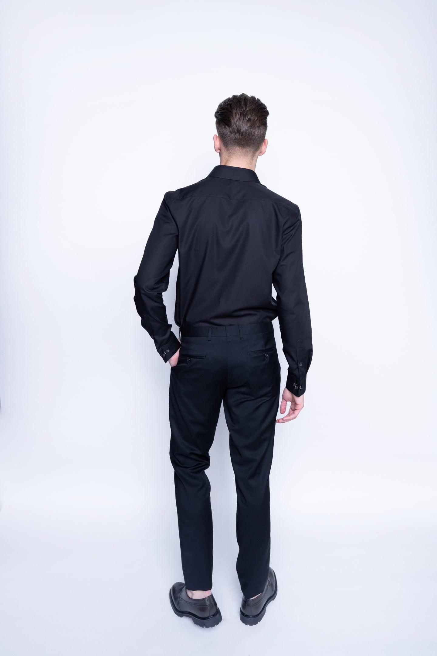 juodos kelnės su klostele