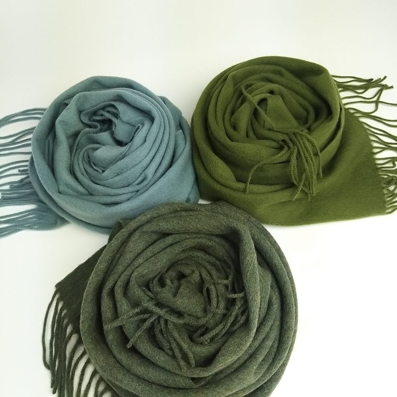 Žalių atspalvių merino vilnos šalikai
